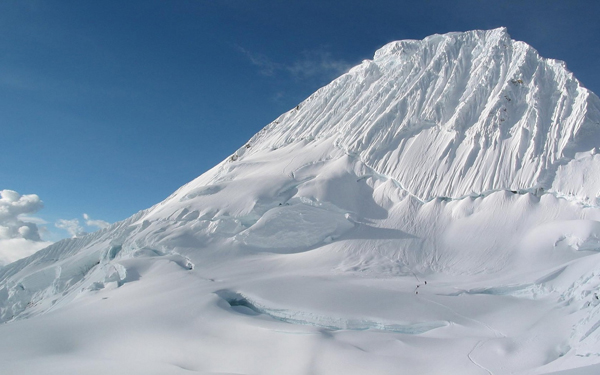 Una Montaña Nevada: Consejos Para Moverse En Montaña Invernal
