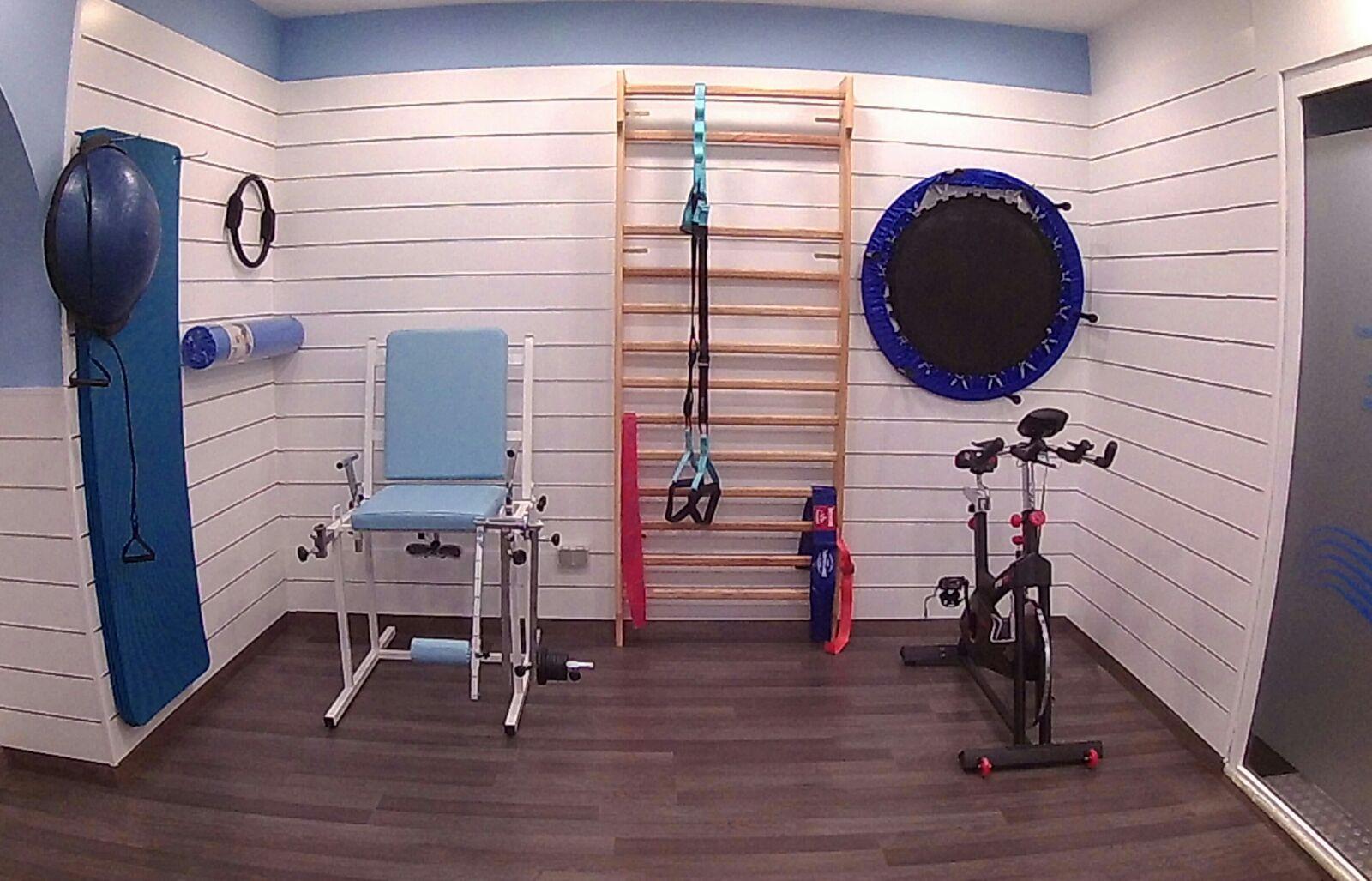 El masaje para la columna vertebral a la escoliosis del vídeo